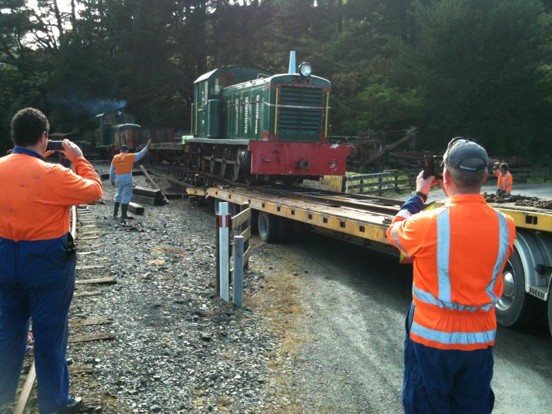 Loading the loco on Sunday 19th October onto a Porter Heavy Haulage low loader.